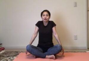 肩甲骨から腕を動かす意識で、呼吸に合わせて繰り返していきましょう。